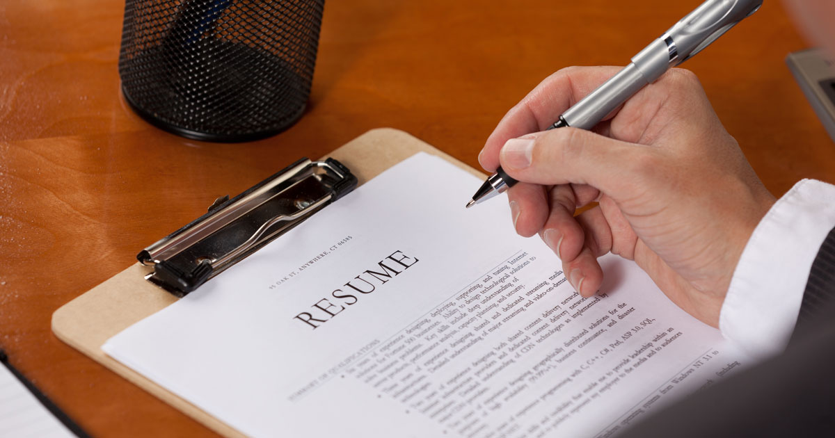 How to Choose the Best Resume Format [Guide & Examples]